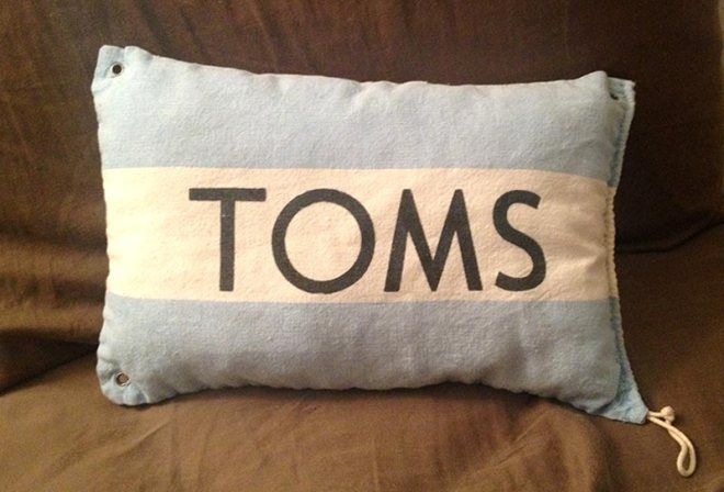 TOMS_pillow-2_ps