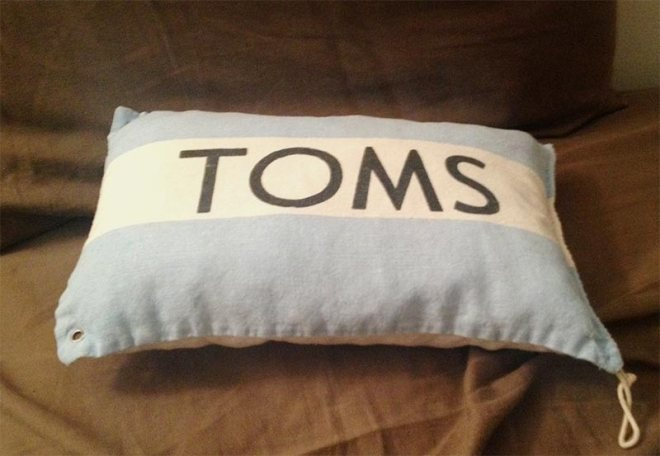 TOMS_pillow_ps