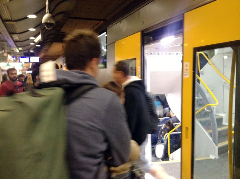 train-boarding_ps